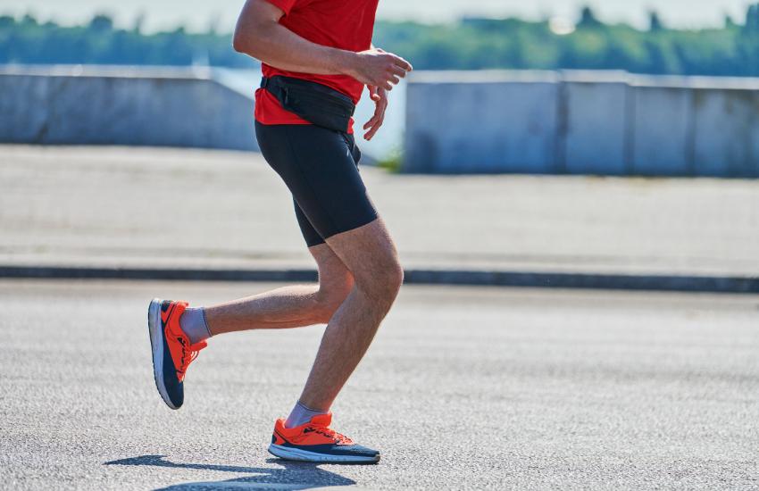 Hombre corriendo tratamiento fisioterapia
