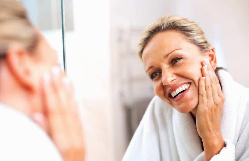 Tratamiento con indiba facial con fisioterapeutas especializadas en fisiotestética en la Clínica J.J. Boscà