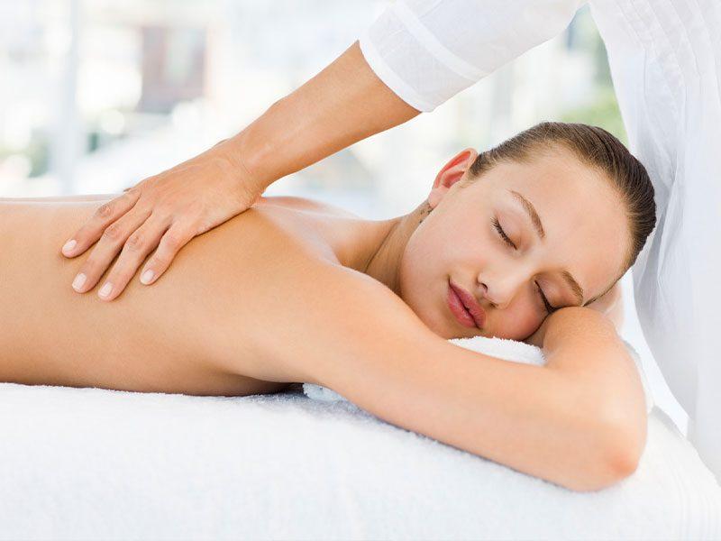 masaje descontracturante o relajante en la clínica de fisioterapia y osteopatía J.J. Boscà